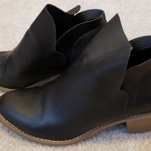 Universal Thread Black Ankle Booties